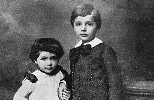 愛因斯坦與他妹妹Maja的孩提照。圖片:Times