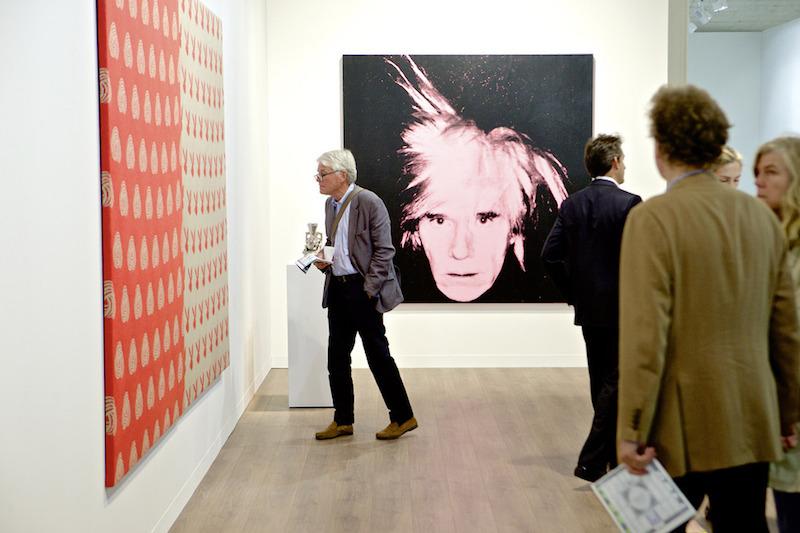 När Skarstedt Gallery ställde ut 2014 på Art Basel steg konsthandlarens värde då man sålde årets dyraste målning på mässan - Andy Warhols självporträtt för