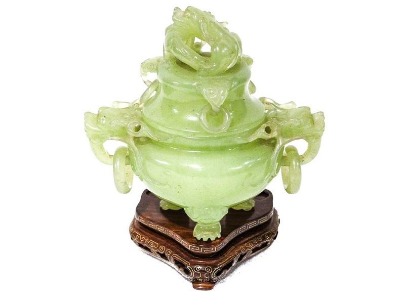Esenciero tallado en jade con decoraciones de cabeza de dragón