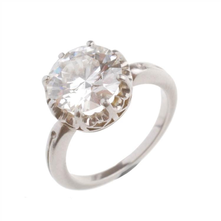 Anillo de platino con diamante central