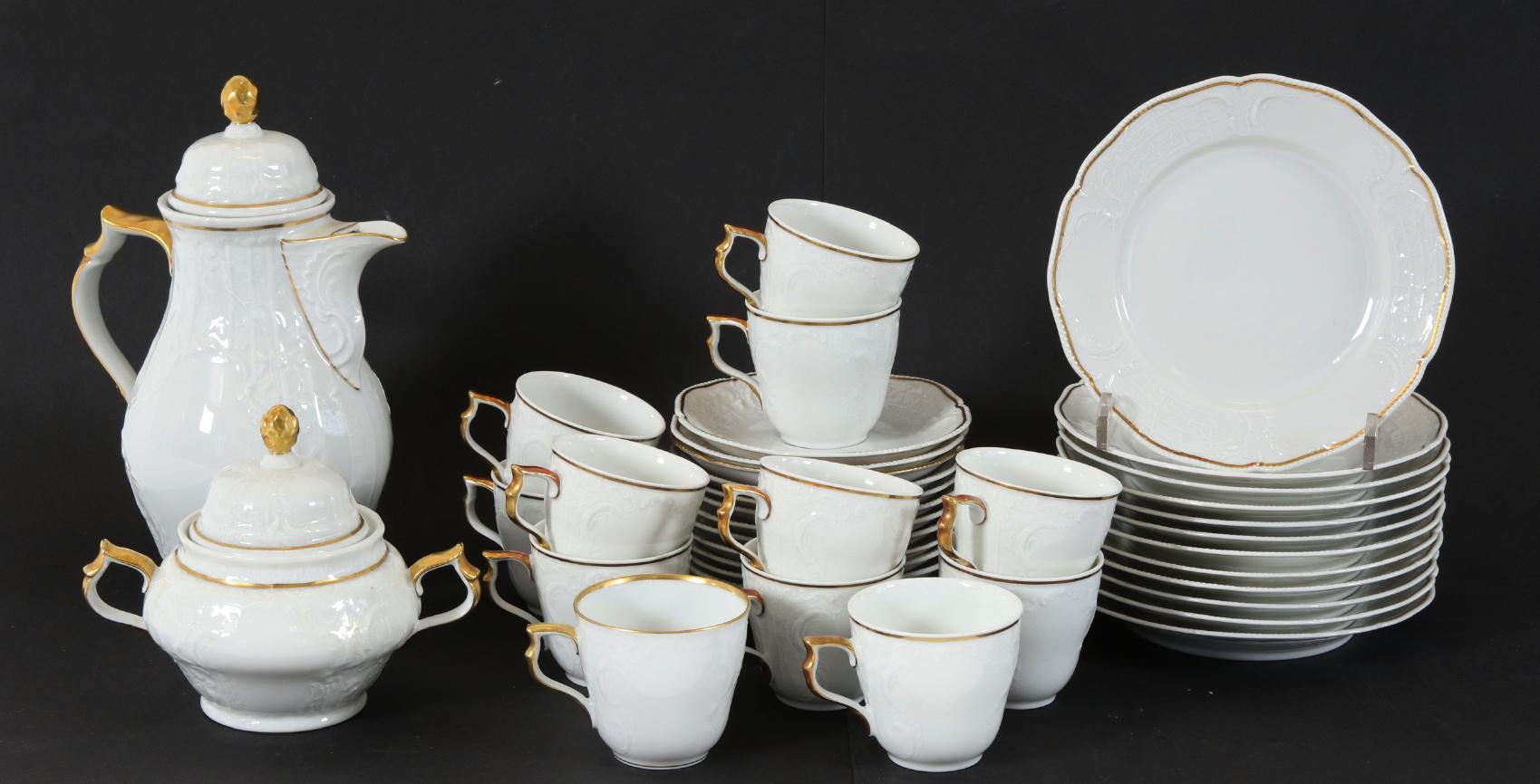 """Kaffeservis, """"Sanssouci"""", Rosenthal Med reliefdekor och förgyllda detaljer. 12st koppar-fat-assietter, sockerskål samt kaffekanna. Startpris: 100 SEK."""