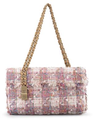 Chanel 2003-2004. Rosa/blå tweedväska till det fasta priset av 2,400 USD på Christie's online shop.