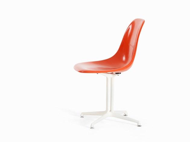 Charles & Ray Eames, Chair DSR with 'La Fonda'-base, USA 1960-talet. Utropspris: 4 800 SEK. Auctionata