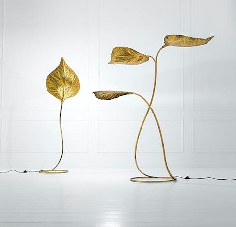 TOMMASO BARBI - Zwei Bodenlampen aus getriebenem Messing, 175x65x47 cm bzw. 168x180x56 cm, Italien ca. 1970 Schätzpreis: 3.500-4.200 EUR