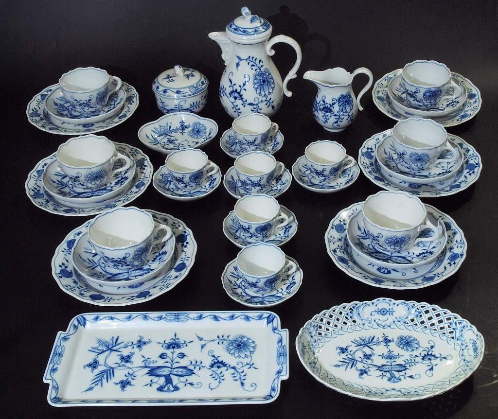 MEISSEN - Kaffee- und Moccaservice mit blauem Zwiebelmuster-Dekor, nach 1954