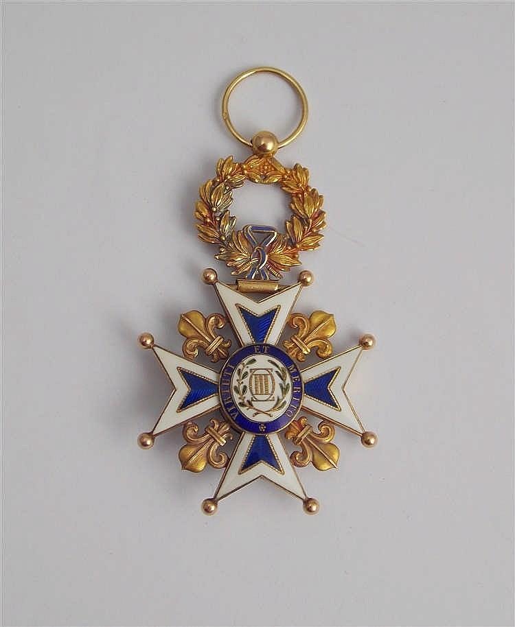 """Condecoración """"La Real y Distinguida Orden Española de Carlos III"""" en oro amarillo y esmalte"""