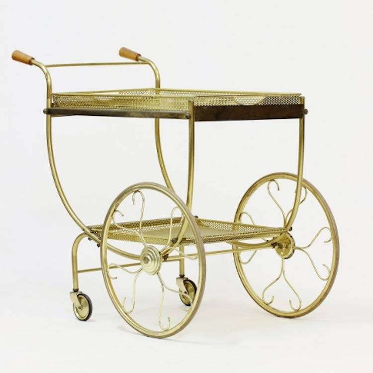 Serveringsvagn från Firma Svenskt Tenn. Perforerad plåt i mässing, spegelglas och trähandtag. Fast pris 6 500 SEK, Nordlings antik