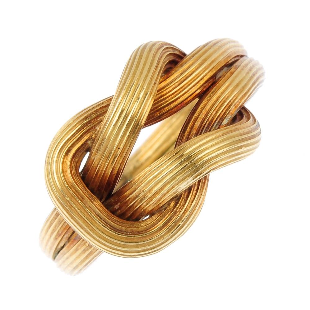 Ring formad som knut.