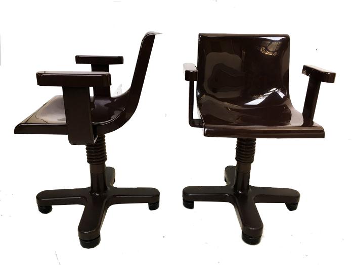 Ettore Sottsass pour Olivetti, paire de chaises de bureau, 1973
