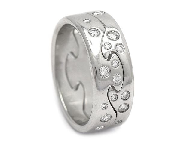 Ring, Georg Jensen, 18K vitguld med 16 briljantslipade diamanter.