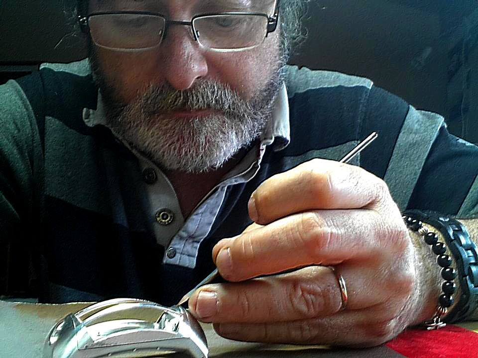 """The artisan at work"", Mr Roland Stampfli assembling the timepiece ""Les Roues du Temps"" Photo:AOS"
