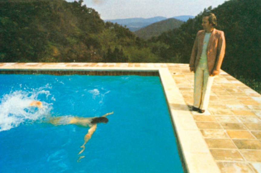 "Foto preparatoria per ""Portrait of an Artist ( Pool with Two Figures)"", Le Nid-Du-Duc, 1972. Immagine © David Hockney."