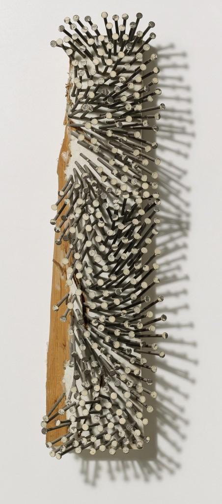 GÜNTHER UECKER, Raum zerteilter Vorstellung, n ° 30, clous, colle à dispersion, toile sur bois, 63 x 15 x 15 cm, intitulé, numéroté, signé et daté 1982 Estimation: 50,000-70,000 EUR