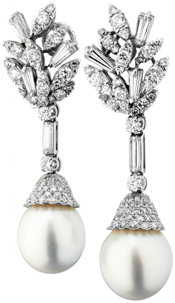 Ohrclips aus WG mit Perlen und Diamanten (zus. ca. 2 ct)