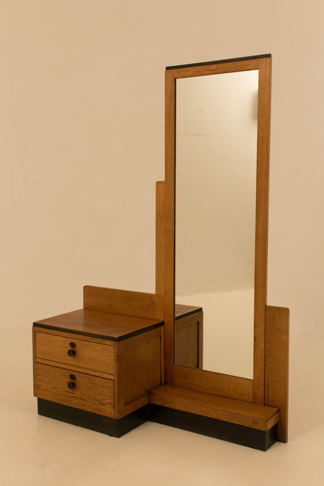 Hague school, dressing table made of oak, 1920s