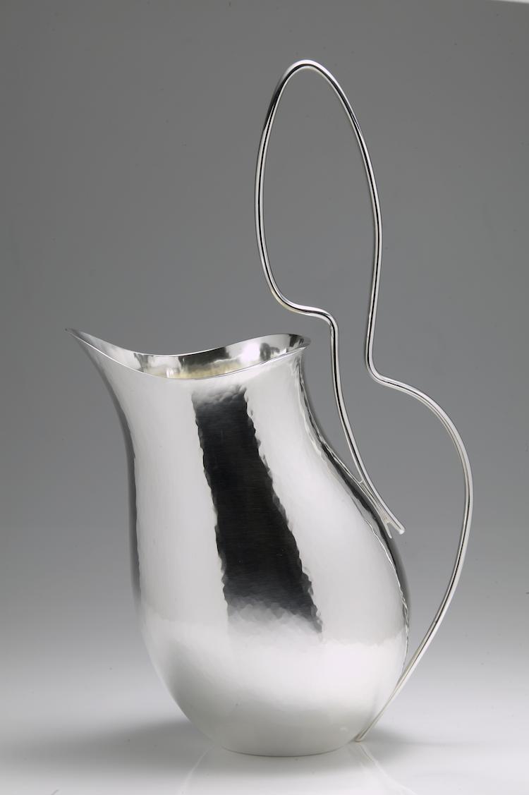 Kanna i silver att använda till vardags och till fest av Sebastian Schildt.