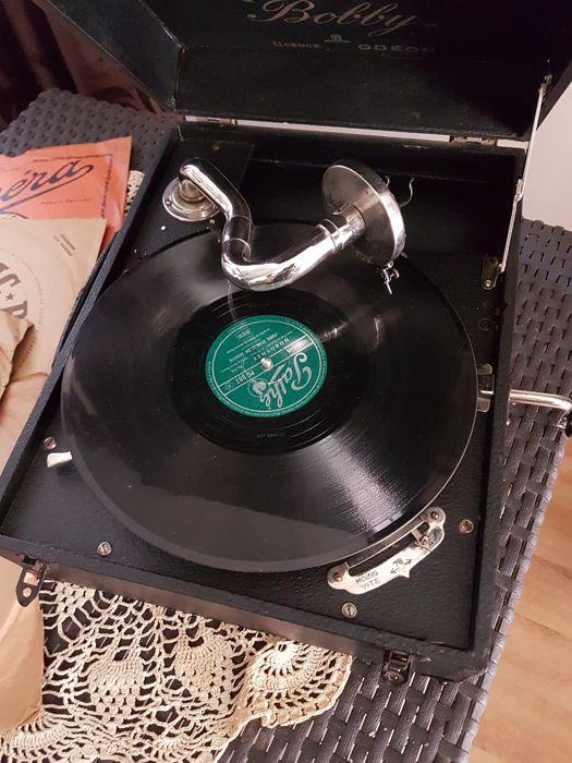 Gramophone Bobby Odeon portable, en vente sur Catawiki