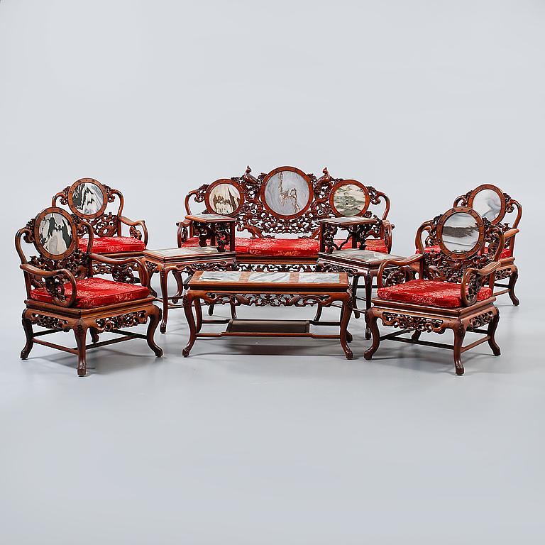 Salonggrupp. 8 delar, Kina, 1900-talets första hälft. Utrop: 10,000 sek. Bukowskis market