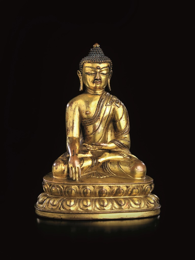 Statue des Shakyamuni aus vergoldeter Bronze, H: 14,5 cm, Tibet 16. Jh. Schätzpreis: 8.000-10.000 EUR