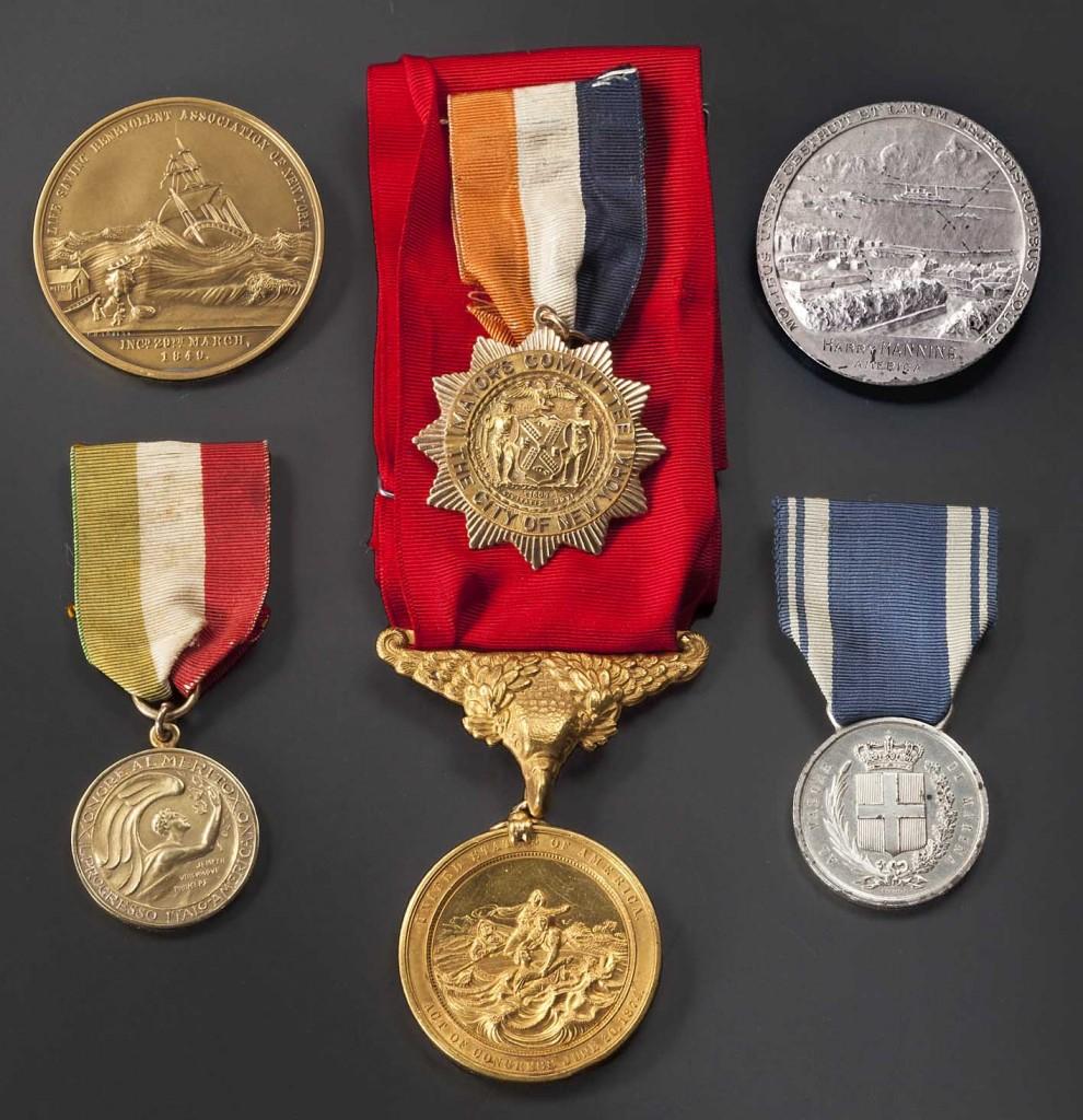 """Captain Harry Manning (1897 - 1974) - Gold Lifesaving Medal und weitere Auszeichnungen für die Rettung der Besatzung der """"Florida"""" 1929 Limit: 7.500 EUR"""