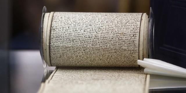 """Le manuscrit des Le manuscrit des """"120 Journées de Sodome"""" du Marquis de Sade est l'un des lots phare de la vente du fonds Aristophil © Thibault Camus/AP/SIPA"""