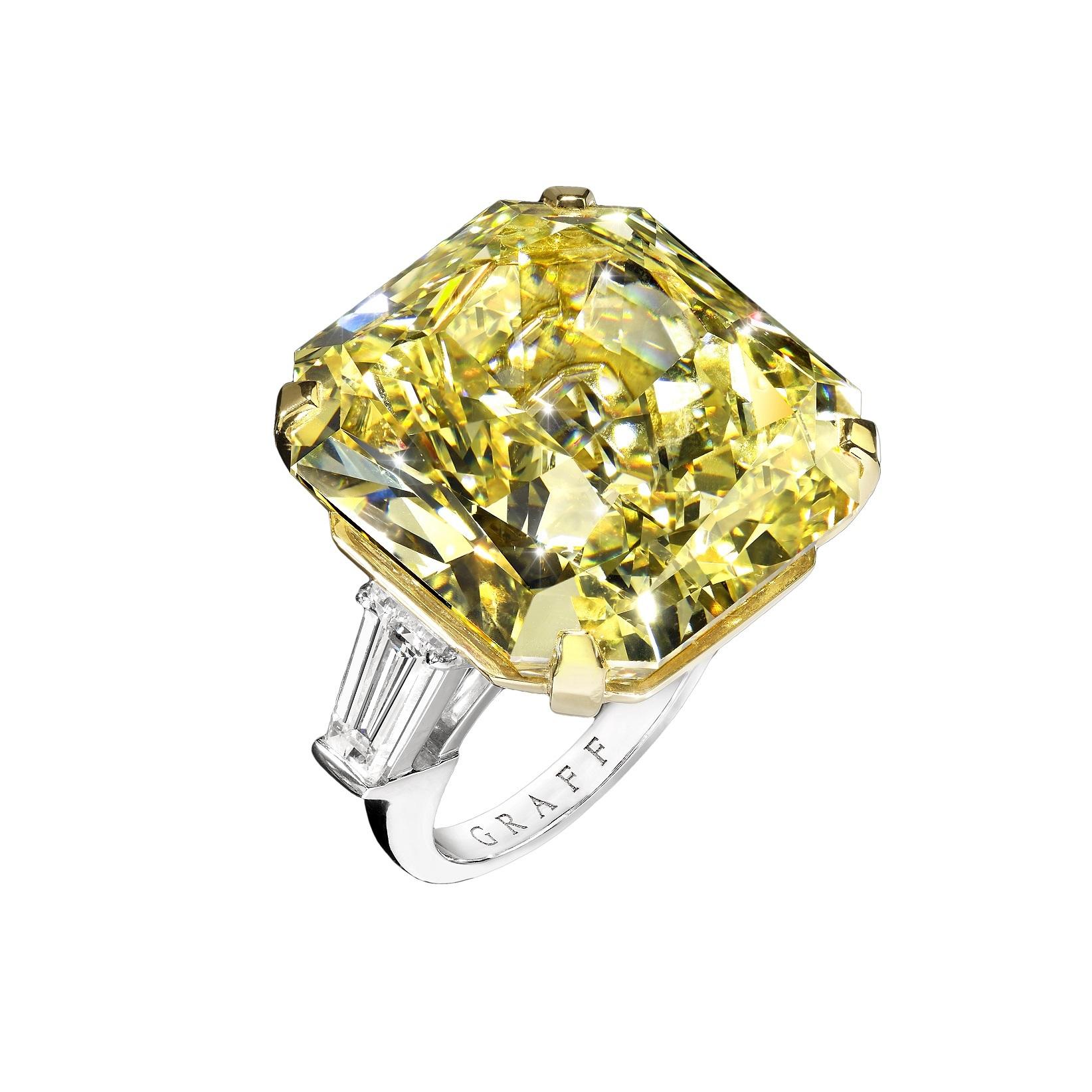 Nach fünf Jahren die Millionenmarke geknackt: Dieser wunderschöne Ring mit Diamant in Fancy Intense Yellow wurde Anfang Dezember 2017 bei Fellows versteigert