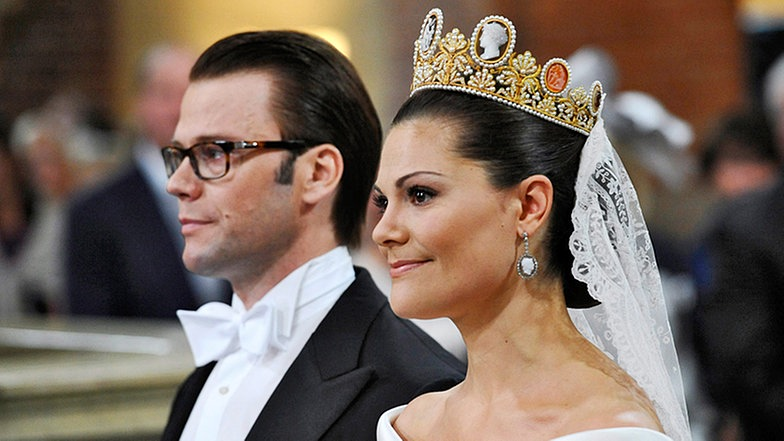 Kronprinzessin und Victoria von Schweden und Prinz Daniel an ihrem Hochzeitstag, dem 19. Juni 2010 Abb. via daserste.ndr.de