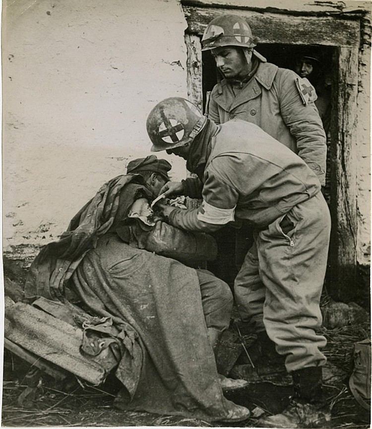 "ROBERT CAPA. ""Treating German soldier"". Bastogne (1945). Photo: Be-Hold."