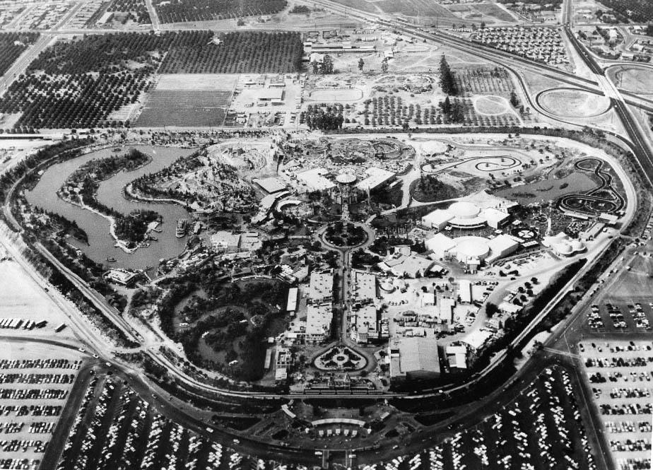Vue aérienne du parc Disneyland en 1955 Source: Wikicommons