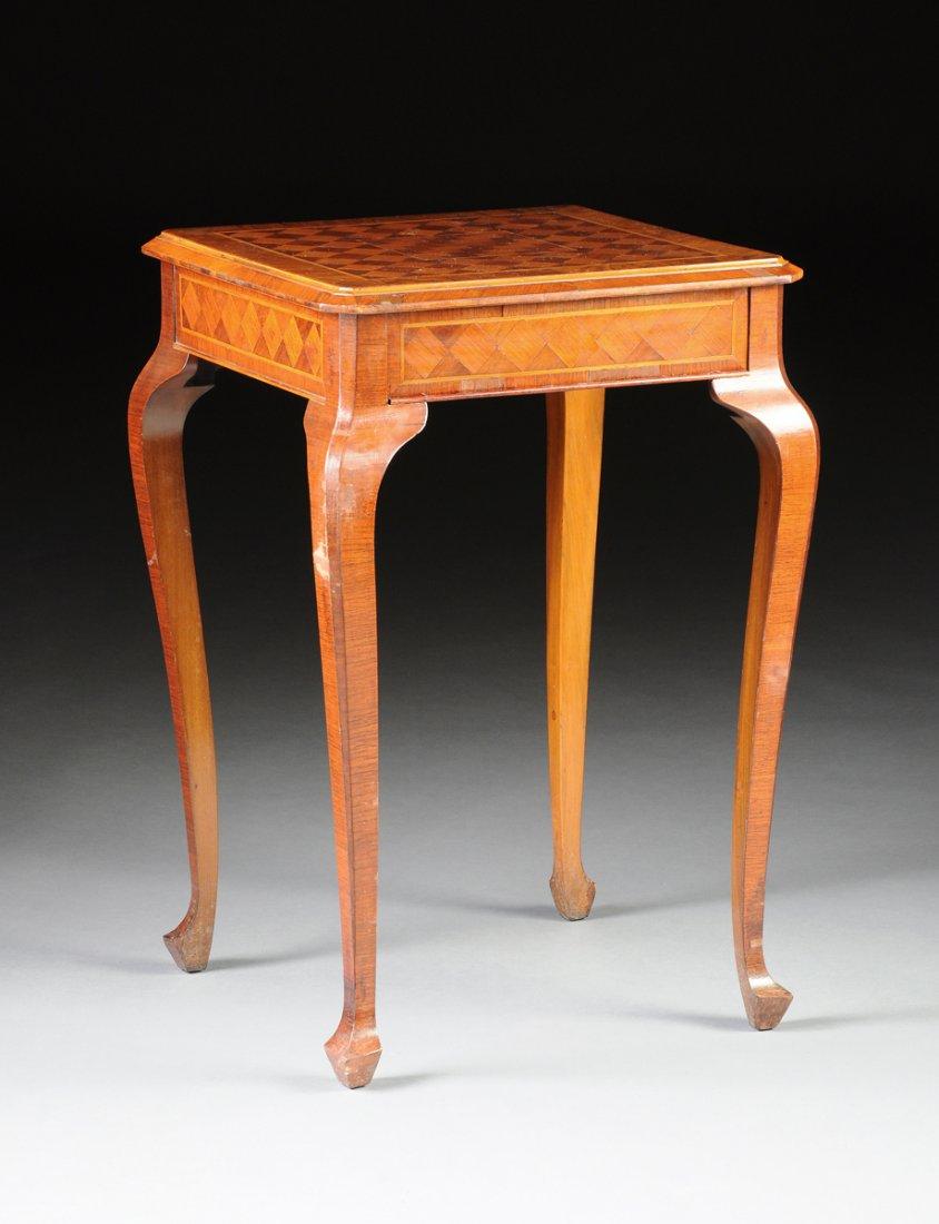 Pedestalbord, i valnöt och olivträ, sent 1800-tal tidigt 1900-tal. Norra Italien. Utrop: 3 300 SEK. Simpson Galleries