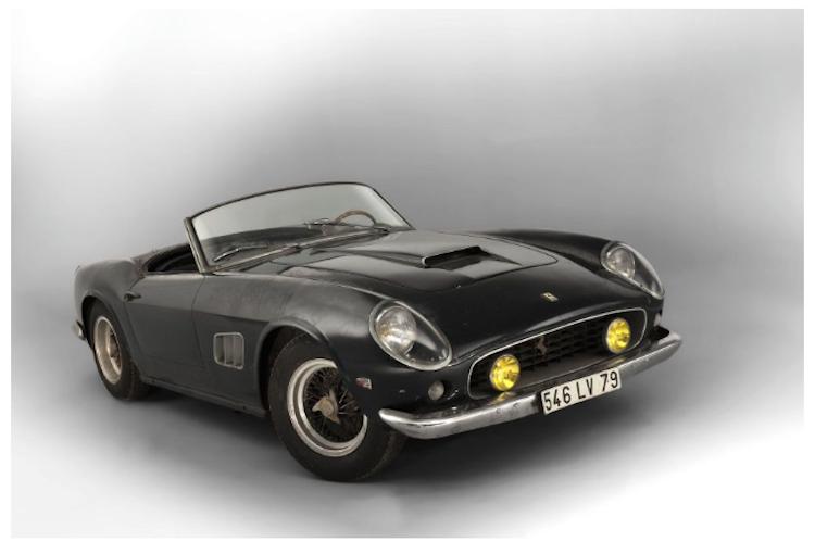 Troligtvis en av de mest spektakulära cabrioleters under andra delen av 1900-talet. Helt i original och aldrig återställd. Bilen är en av totalt 37 stycken Spider SWB:s s med täckta strålkastare, vilket anses vara det mest eftertraktade. Utropspris 89 600 000 SEK. Artcurial
