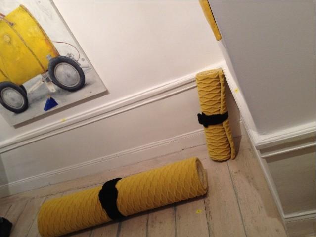 Dessa ihoprullade mattor med svart bälte är formgivna av Emma Marga Blanche.