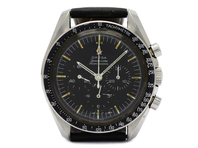 """Nr 339. OMEGA, Speedmaster Professional (T Swiss Made T), """"Tachymètre"""", s.k. """"Moon Watch"""", Cal 321, Serie nr. 24011918, Ref nr. ST 105.012, Boett nr. 105.012-65, kronograf, herrur, 42 mm, stål, manuell, plexiglas, läderband, """"Extract of the Archives"""", tillverkad 29/9 1966, levererad till Sverige. Utrop: 19.000 sek. Kaplans Auktioners Omega-special"""
