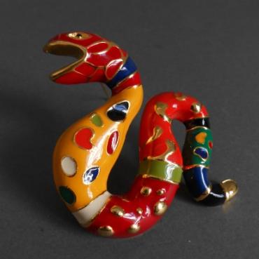 """Niki de Saint Phalle  Broche """"Serpent"""" en laiton doré et émail polychrome. Oger-Blanchet"""