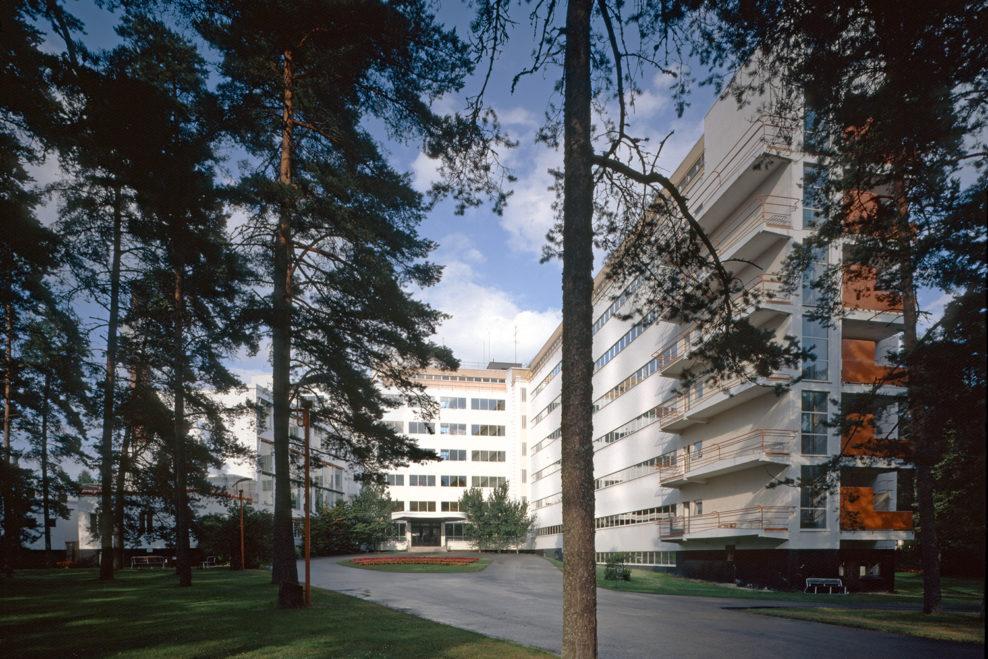 Huvudingången på Paimio sanatorium. Foto: alvaraalto.fi.