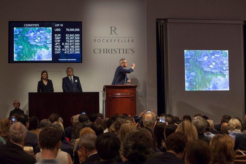 En av de mer livfulla budgivningarna gällde målningen av Monet som paret Rockefeller haft hängande under trappen