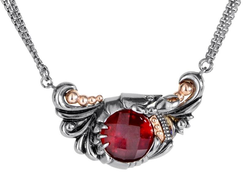 Collar de STEPHEN WEBSTER adornado con un cuarzo rojo