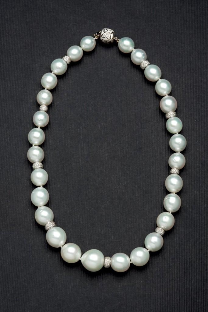 Collier mit 28 australischen Perlen und Diamanten (4,05 ct) Startpreis: 8.500 EUR