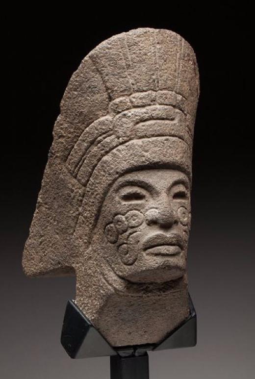 Hacha cultuelle Côte du golfe, culture du Veracruz Central, époque classique, 250-900 après JC. Origine Auction