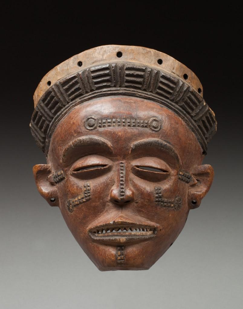 Masque de danse « Pwo », visage féminin agrémenté de scarifications éparses