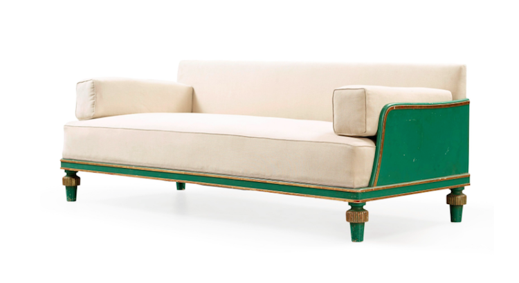 Soffan är tillverkad av NK under 1920-talet och sannolikt formgiven av Axel Einar Hjorth