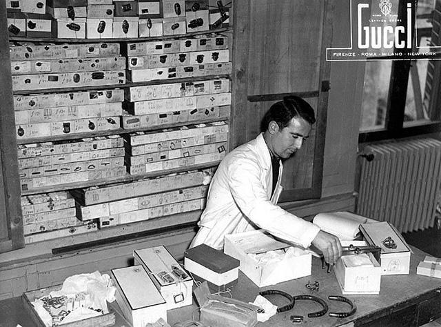 Gucci-Craftsmen-in-Florence-1953