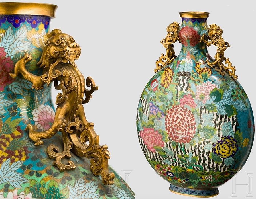 Grande bottiglia a smalti cloisonné con inserti dorati, Cina, metà del XIX secolo. Foto: Hermann Historica
