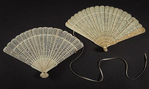 Deux éventails chinois du 19e siècle Bearnes Hampton & Littlewood