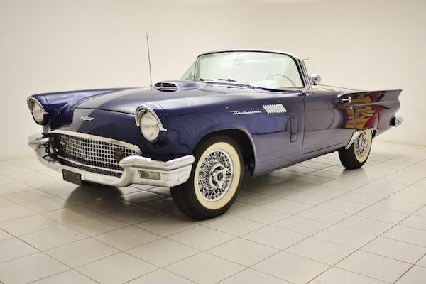 Ford - USA Thunderbird V8 - 1957. Utropspris: 460 000 - 600 000 kronor.