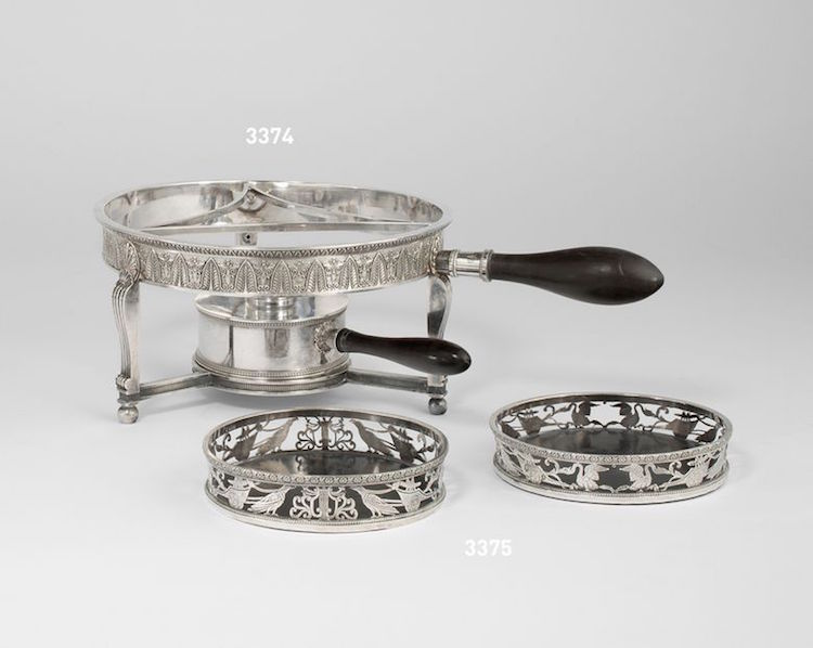 Ett par coasters i silver från sekelskiftet 1700/1800 ropas ut för 500-700 euro på auktionshuset Villa Grisebach