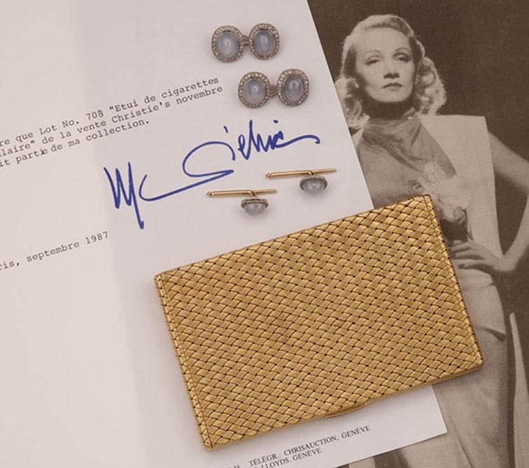 Collection de Marlene Dietrich : paire de boutons de manchette avec boutons de chemise assortis (or, saphirs étoilés, diamants) et un étui à cigarettes en or, avec certificat de provenance signé, image © Cambi Casa d'Aste