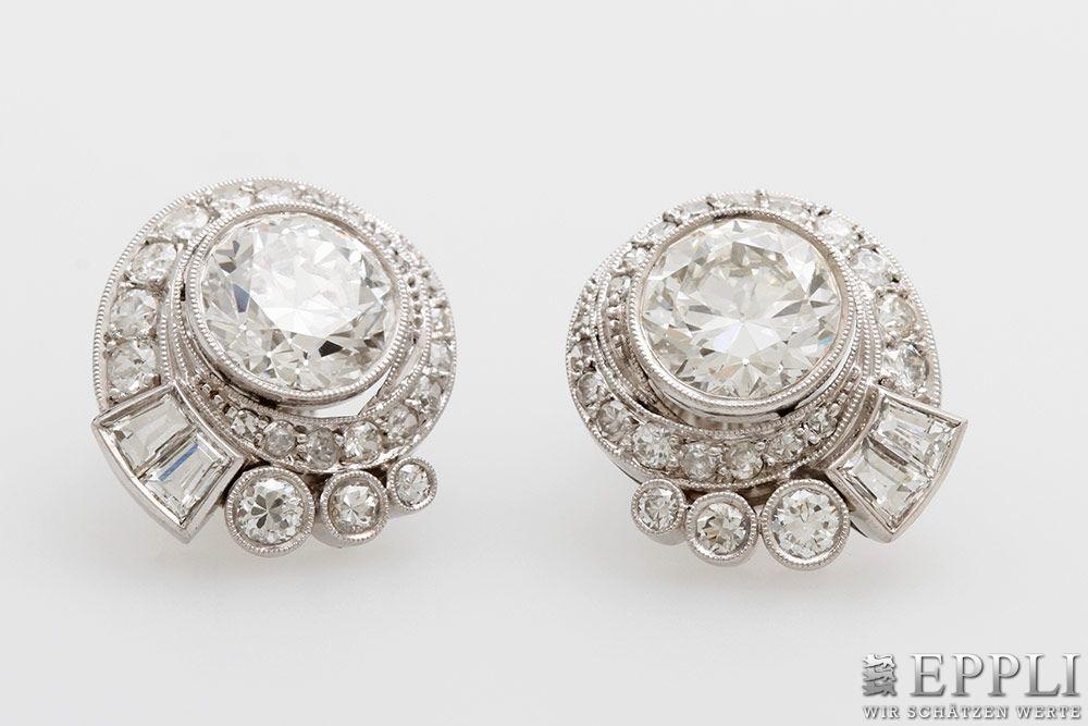 Art Déco-Ohrstecker aus Platin mit Diamantbesatz (zus. ca. 5,2 ct), um 1920 Aufrufpreis: 30.000 EUR