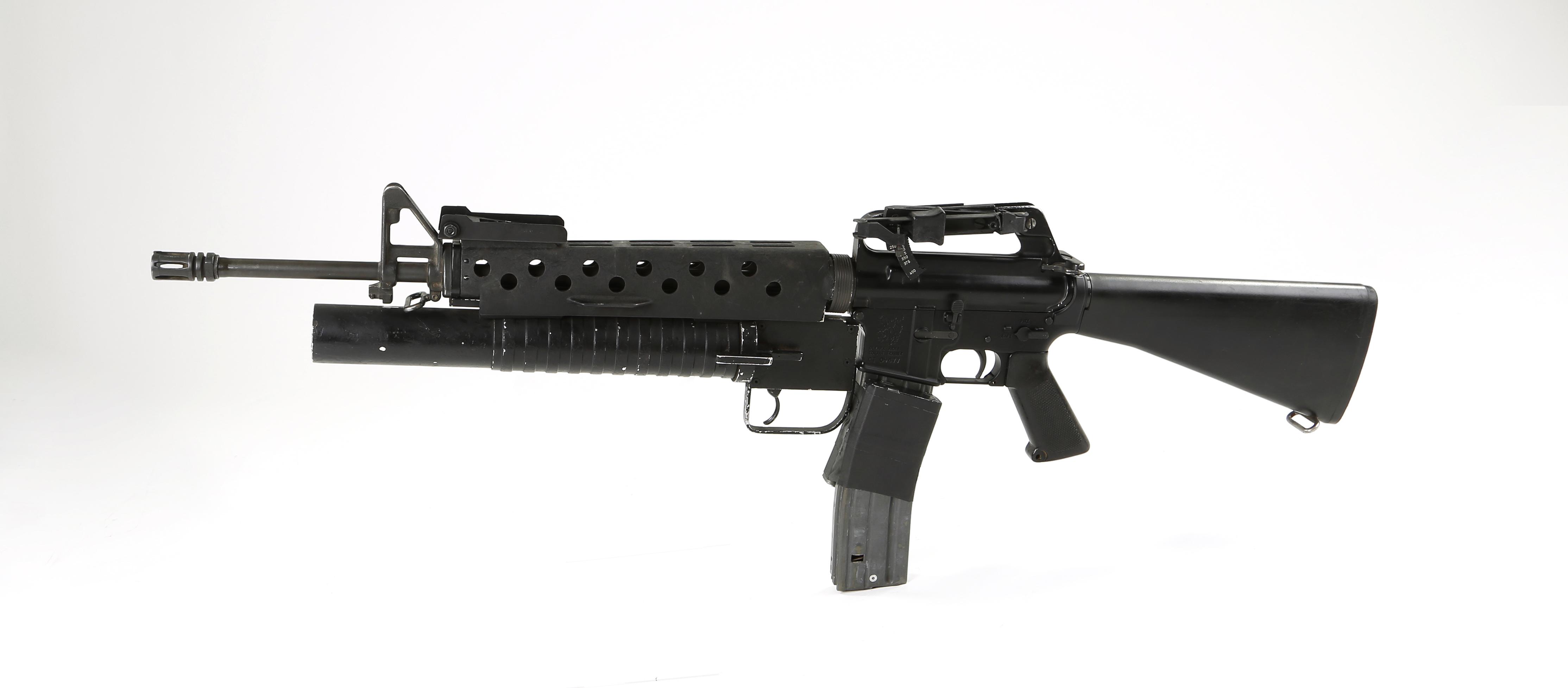 Le M16 équipé d'un lance-grenade qu'utilise Tony Montana dans Scarface