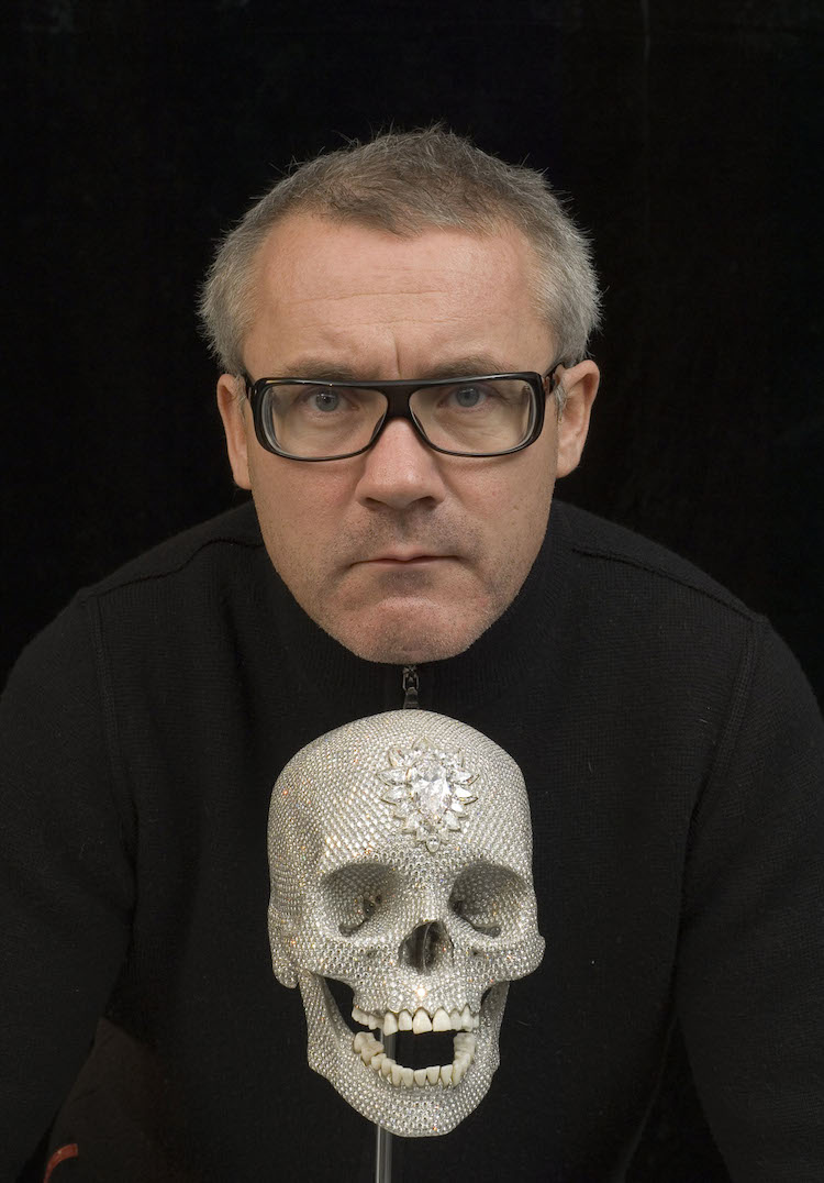 "Damien Hirst med skulpturen ""For the Love of God""."